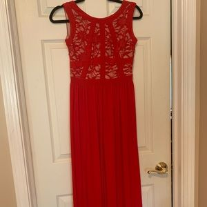 Dresses & Skirts - Statuesque red formal gown
